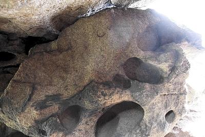 Таинственные полусферические полости в гранитах